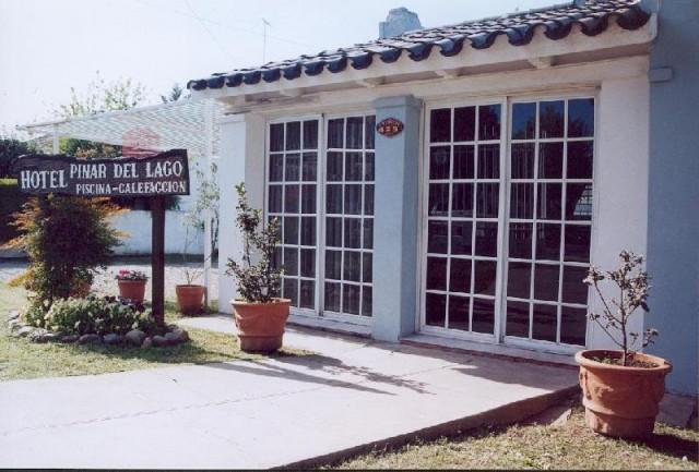 Hotel pinar del lago en villa carlos paz for Hotel villa del lago